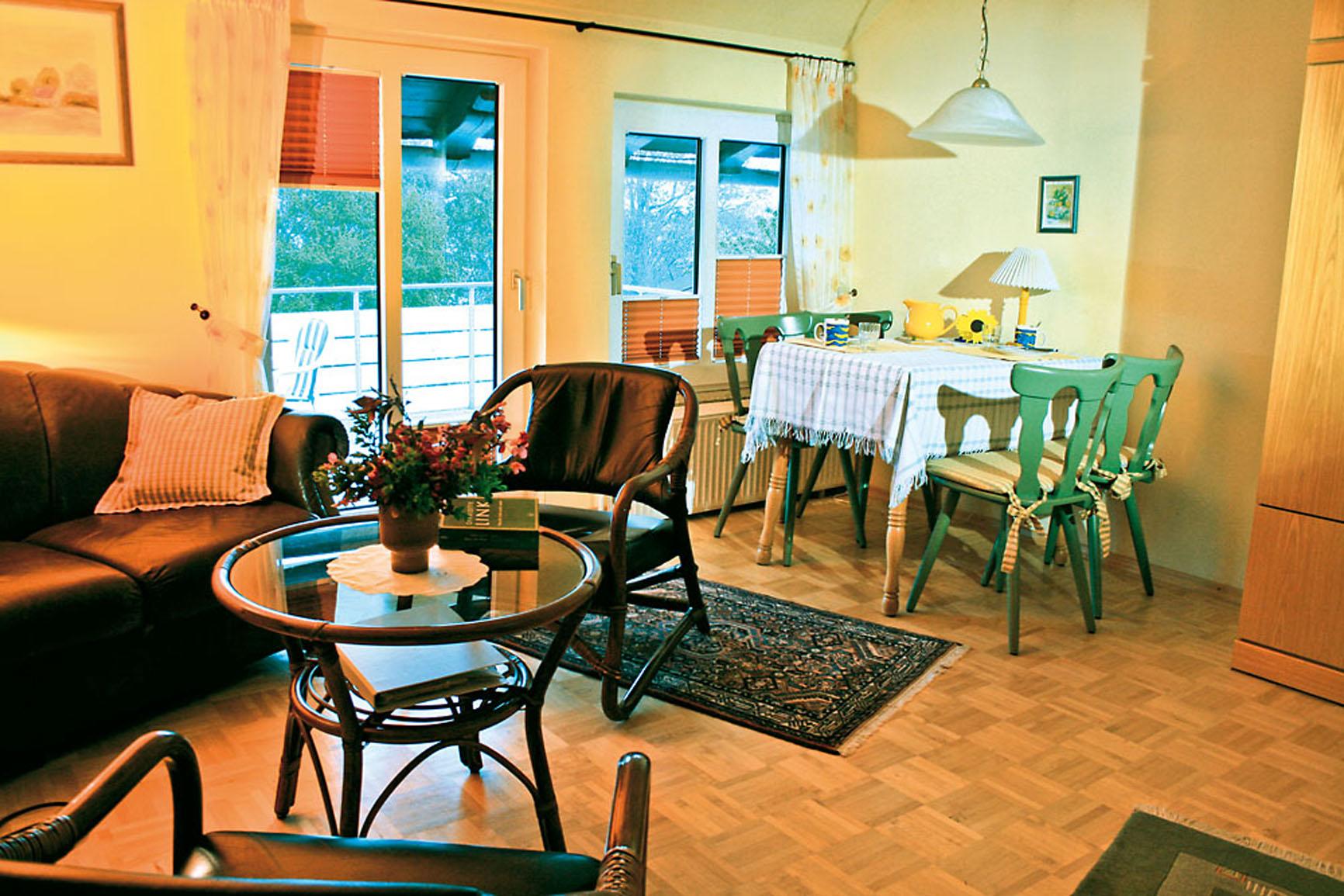 Ferienwohnung 2 - Wohnzimmer mit Balkon
